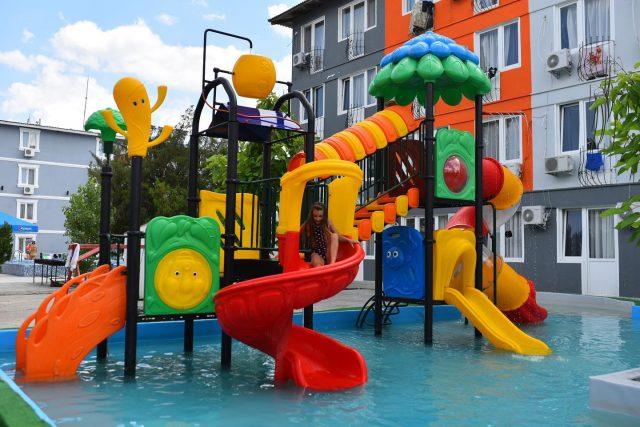 Перед школой ещё успеете как следует отдохнуть! Детям точно понравится наш мини-аквапарк 🔥 ⠀ https://centralkoblevo.com/ +38 (097) 422 25 55